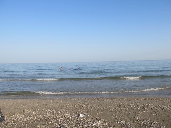 Майский пляж на курорте Катранка
