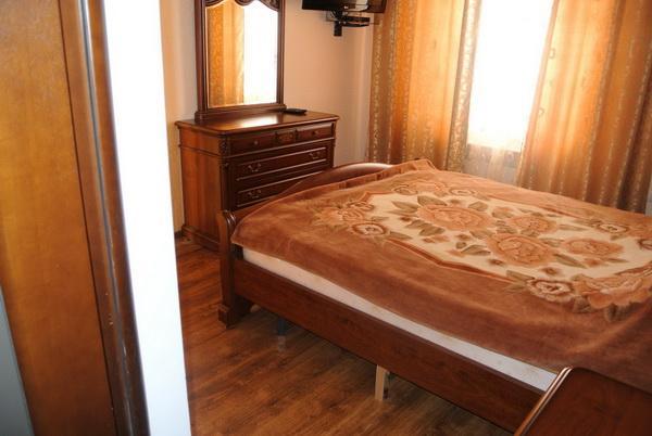 Дача семейного отдыха «Удача» на курорте Лебедевка. Фото № 6969 спальня 2 на втором этаже 2