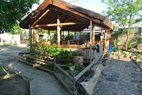 Беседка возле пруда на базе отдыха Одиссей (курорт Лебедевка)