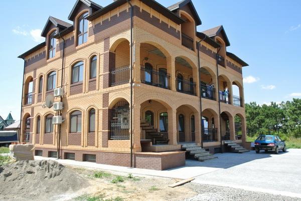 Отель отдыха «Шато Шафран» на курорте Лебедевка