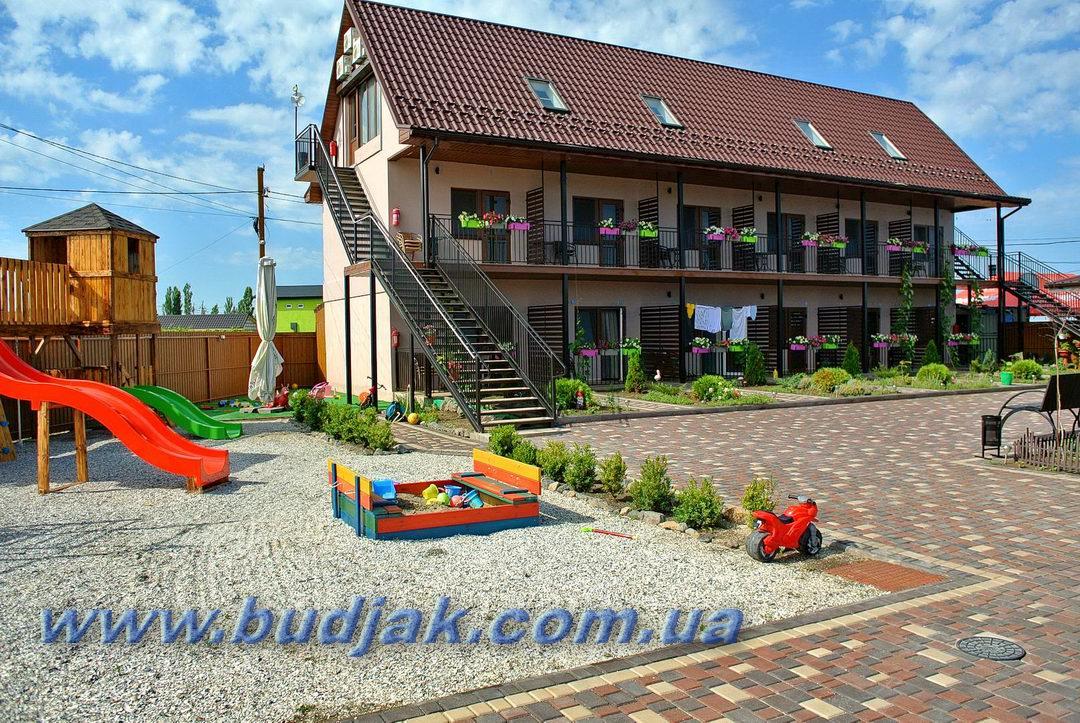 mini-otel-maxhouse-makskhaus-primorskoe-02.jpg